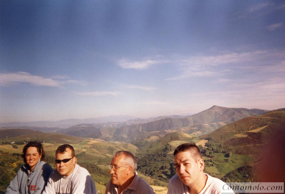 Puerto de O'Cebreiro. Ana, yo, Gabriel, y Carlos