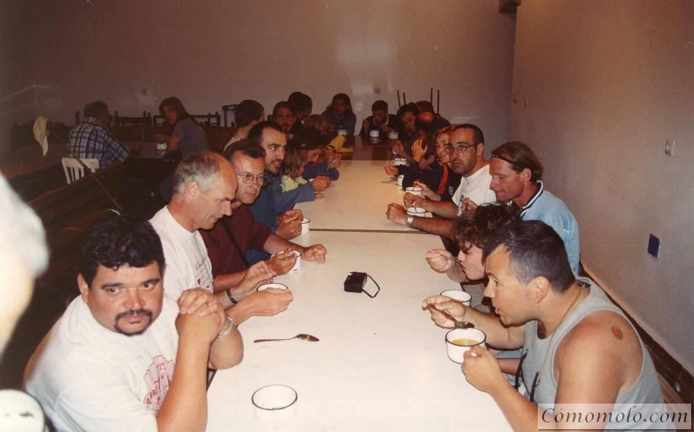 Cenando sopas de ajo en la sacristia de San Juan de Ortega